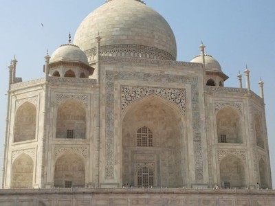 Couple in Love at Taj Mahal